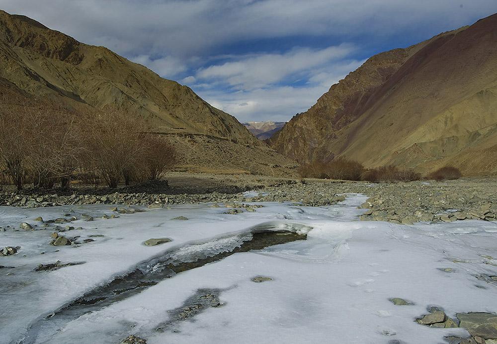 https://www.wildworldindia.com/wp-content/uploads/2020/01/Rumbak-Valley_Ladakh_Wild-World-India_Snow-Leopard-Expedition.jpg